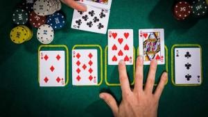 Estrategia de poker el momento equivocado para jugar un proyecto de color de forma agresiva