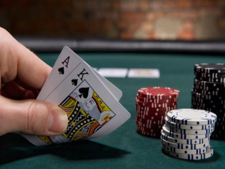 """""""Encajar o Soltar"""" como enfoque estratégico en el póker -Estrategia Póker-"""