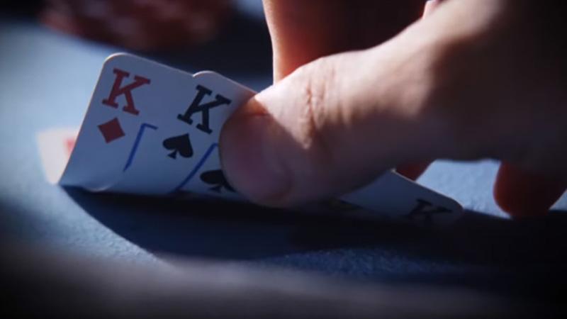 Jugar con la pareja superior prediciendo las reacciones del oponente